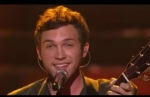"Phillip Phillips Performs ""Home"" On The Top 2 Performance Finale"