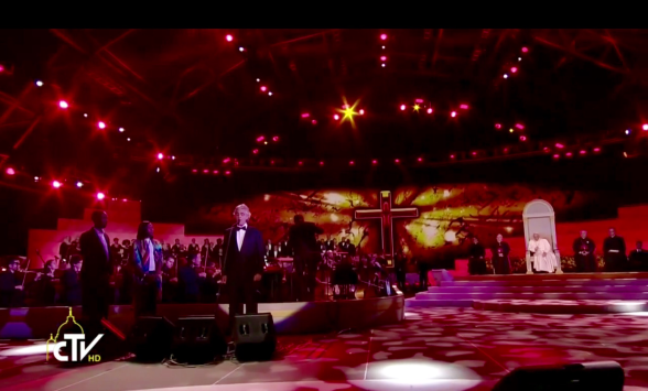 Andre Bocelli Sings For Pope Francis In Phildelphia